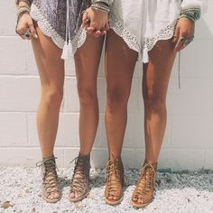 bohemian boho style hippy hippie chic bohème vibe gypsy fashion indie folk look outfit Hippie Style, Style Boho, Boho Chic, Style Me, Cute Shoes, Me Too Shoes, Look Fashion, Womens Fashion, Fashion Trends