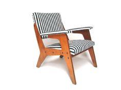 Mobiliário Moderno Nacional Móvel: Cadeira  Designer(s): Zanini Caldas Características: Uso de madeira nacional; simplicidade construtiva;
