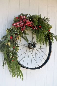 Country Christmas Decorations, Xmas Decorations, Christmas Wreaths, Christmas Crafts, Holiday Decor, Wreath Crafts, Diy Wreath, Bicycle Wheel, Bicycle Race
