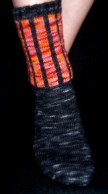 caroline hegwer: Klimt Socks (Free)