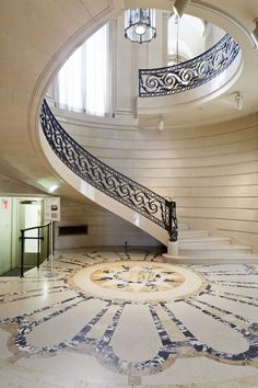 National Academy Museum Buildings Return to Market in 3 Listings Staircase Design Modern, Luxury Staircase, Stair Railing Design, Interior Staircase, Home Stairs Design, Modern Stairs, Home Building Design, Dream Home Design, House Design