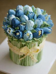 Buttercream tulip bouquet cake/ Торт цветочный букет тюльпанов Find more here…