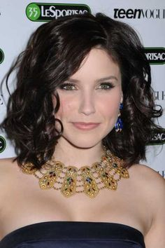 gorgeous necklace.  the hair isn't bad, either.