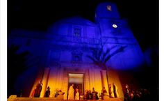 """Esta noche a las 23h, en la Plaça Mayor y el Monte Calvari de La Nucía, más de 100 actores participarán en la Escenificación de la Pasión y Muerte de Jesucristo. Con el escenario de la escalinata de la Iglesia y del Monte Calvari de fondo en """"la Passió"""" se representarán las últimas 11 escenas de Jesucristo antes de ser crucificado, combinando luz, teatro y fuego. #TuPlanCostaBlanca #TuPlanSemanaSanta"""