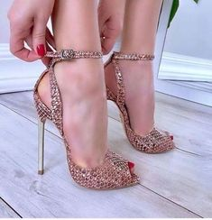32 Stilettos Schuhe für den Winter - Who run the world? Girl's on heel's - Shoes Hot Shoes, Women's Shoes, Me Too Shoes, Shoe Boots, Dress Shoes, Shoes Jordans, Shoes Sport, Shoes Style, Louboutin Shoes