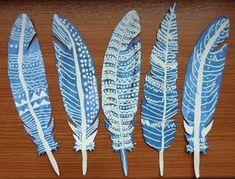 PTAČÍ PEŘÍČKA - vybrat si tvar peří, které se dítěti líbí a vystřihnout ho, zakreslit klasickou nebo dekorativní podobou praporu (rezerváž zmizíkem)