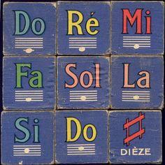 Ecrire la gamme de sol avec des cubes.