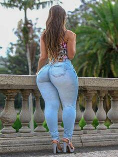 Thick Girl Fashion, Curvy Women Fashion, Sexy Jeans, Denim Jeans, Looks Hip Hop, Curvy Girl Outfits, Voluptuous Women, Girls Jeans, Gorgeous Women