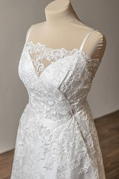 Beaded Wedding Gowns, Wedding Lace, Lace Weddings, Wedding Dresses, Lace Design, Lace Fabric, Floral Lace, White Lace, Couture