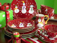 festive plates < I'd love to get these for my sister for Christmas. No Pier One in Oz? Boo!