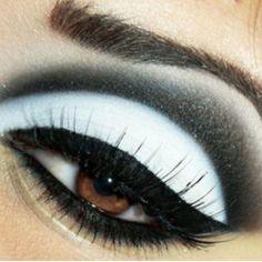 Absolutely love! Black and white eye #eyemakeup #makeup #bright #smoky #eyes