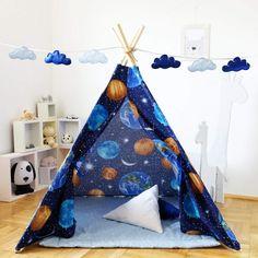 Un cort pentru copii ca o mini statie spatiala, unde micul tau astronaut isi poate invita prietenii pentru a pune la punct planul de cucerire a lumii.