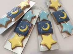 Stars and Moon Suger Cookies Moon Cookies, Star Cookies, Iced Cookies, Royal Icing Cookies, Eid Ramadan, Ramadan Gifts, Cookies For Kids, Fancy Cookies, Cupcake Gift Baskets