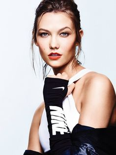 karlie kloss workout shoot3 Karlie Kloss Does Sporty Glam Right for ELLE Photo Shoot