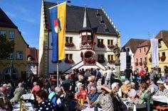 Weinfest Volkach - die ersten Trauben des Jahres http://www.travelworldonline.de/traveller/weinfest-volkach-die-ersten-trauben-des-jahres-werden-gepresst/?utm_content=buffer57844&utm_medium=social&utm_source=pinterest.com&utm_campaign=buffer #weinfest #volkach #main #fränkischesweinland