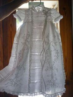 Robe de Baptême à 8 panneaux en lin , brodée main.