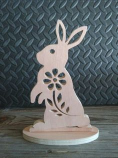 ▷ ideas for wooden Easter decorations in the house or garden - Easter bunny-made-of-wood-table decoration-for-Easter - Christmas Craft Fair, Crochet Christmas Ornaments, Rock Crafts, Crafts To Sell, Wooden Crafts, Wooden Toys, Local Craft Fairs, Scroll Saw Patterns, Country Crafts