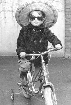 On the run - sombrero and sunglasses!