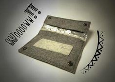funda o pitillera para el tabaco de liar de fieltro  fieltro cosida a mano y a maquina
