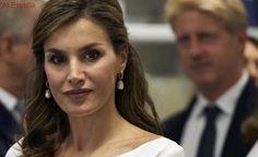 La Reina se viste de Carolina Herrera para reconocer a Puig, Purificación García y Moisés Nieto