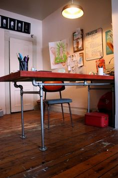 I love this desk! And on top of looking great, the price is right, too! The Arting Starvist: DIY Pipe Desk with Salvaged Door Plumbing Pipe Furniture, Diy Furniture, Furniture Design, Unusual Furniture, Pipe Desk, Pipe Table, Storage Box On Wheels, Storage Boxes, Diy Bureau