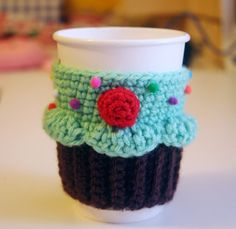 Cupcake Cup Cozy.  Will someone please make this for me?????