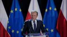 - Konstytucja nie jest świętością ani dogmatem, wszak można każdą konstytucję zmieniać i poprawiać. Jeśli coś jest święte, to święty jest obowiązek jej przestrzegania przez wszystkich obywateli, a zwłaszcza przez władzę - powiedział przewodniczący Rady Europejskiej Donald Tusk podczas wygłoszonego na Uniwersytecie Warszawskim wykładu zatytułowanego 'Nadzieja i odpowiedzialność. O Konstytucji, Europie i wolnych wyborach'. Pisa, Flag, Country, Rural Area, Science, Country Music, Flags