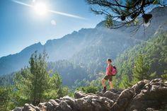 Vacances en Montagnes : Bons plans et astuces !  Vous aimez les grands espaces et comptez profiter de vos prochaines vacances à la montagne pour faire de la randonnée ? Vous aimez pratiquer de nombreuses activités en plein air (escalade, rafting...) ? Skyscanner vous fait découvrir ses 6 meilleurs trucs pour tirer le meilleur parti de vos vacances.