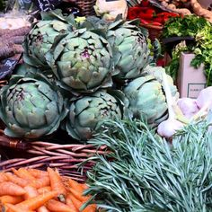 Had a fantastic wander round #boroughmarket in #London with new friends and colleagues from @foodiehub - love when my passions intersect - perfect day for a #portfoliolife !! #foodie #foodspotting #culinary #photography #travel #travelblogger #foodblogger #travelwriter #foodphotography #farmersmarket #marketsoftheworld #artichokes #rosemary #italianfood