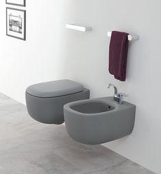 I sanitari saranno sospesi, di colore grigio, da installare sulla parete laterale sinistra del bagno. BONOLA | Ceramica Flaminia