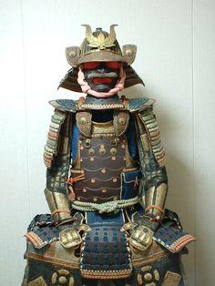 Belonged to Naito Masashige, daimyo of the Nabeoka han with koku, Hyuga province in Kyushu, during the Kansei era Edo period. The armor consist of family crests; with a stylized version in front of the helmet. Warrior High, Lamellar Armor, Japan Outfit, Sun Tzu, Samurai Armor, Kyushu, Edo Period, Body Armor, Interesting History