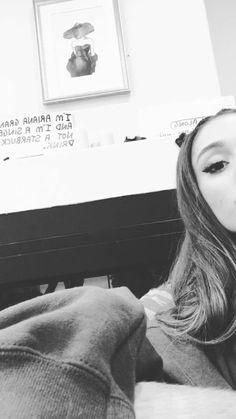 """omg the sign in the back! """"im ariana grande and im a singer not a starbucks drink"""" omg i cant with this queen Bae, Ariana Grande Sweetener, Ariana Grande Fotos, Love Of My Life, My Love, Instagram And Snapchat, Dangerous Woman, Queen, Celebs"""