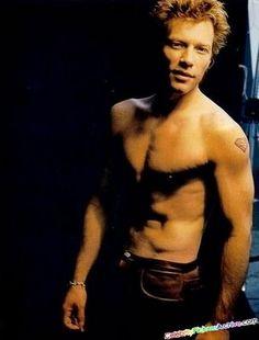 jon bon jovi shirtless - am pretty sure he shaves his chest cuz he used to be pretty hairy! Jon Bon Jovi, Gorgeous Men, Beautiful People, Beautiful Boys, Bon Jovi Pictures, Bon Jovi Always, Jesse James, Hollywood, Raining Men