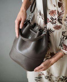 Two-Ta | уютные кожаные сумки -- Новенькая в ряду модели Ginger - сумочка в цвете Мокко😊☕️ New color for our Ginger model - handbag in color of mocha 😊☕️ #twota #handcrafted #leather #bag #сумка #vscorussia #vsco -- https://www.instagram.com/p/BcRloqgj218/.jpg