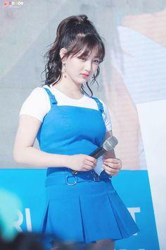 Nayeon, Kpop Girl Groups, Korean Girl Groups, Kpop Girls, Cute Girl Pic, Cute Girls, South Korean Women, Twice Group, Jihyo Twice