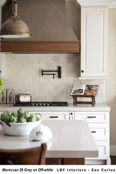 Excellent living kitchen room are available on our website. Have a look and you will not be sorry you did. Countertop Concrete, Kitchen Countertops, Kitchen Cabinets, Kitchen Islands, Fixer Upper, Kitchen Furniture, Kitchen Decor, Kitchen Ideas, Kitchen Trends