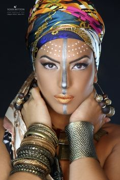 Delineated, smoky, colors, shapes and techniques to make up your eyes every time We propose ten eye makeup looks for different tastes and. African Makeup, African Beauty, Maquillage Halloween, Halloween Makeup, Tribal Face Paints, Tribal Makeup, Eye Makeup, Fantasy Make Up, Performance Makeup