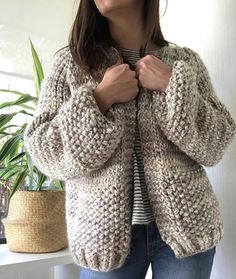 Chaleco Eliana | Corazón de Camelia Pullover, Knitting, Sweaters, Fashion, Tricot, Apron Sewing Patterns, Crochet Jacket Pattern, Vest Pattern, Knit Cardigan