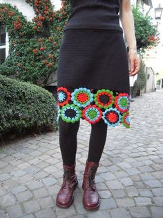 crochet skirt idea—could even take a prefabricated skirt and just add the crochet flowers around the bottom. I love this! Thrift shop skirt could work .or, do a different edging altogether. Mode Crochet, Crochet Diy, Crochet Skirts, Crochet Motifs, Crochet Crafts, Crochet Clothes, Crochet Projects, Crochet Patterns, Crochet Granny