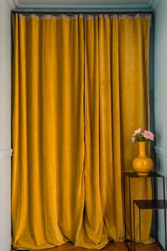 rideau jaune moutarde en velours - decoration jaune - arch and home