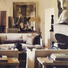 A perfect living room, in the LA house of gallerist and dealer Richard Shapiro. Living Room Sets, Home Living Room, Living Spaces, Living Room Inspiration, Interior Inspiration, Sala Vintage, Interior Architecture, Interior Design, Piece A Vivre