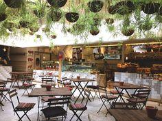 El Huerto de Lucas es uno de esos oasis que puedes encontrar en Madrid. Inesperado, fresco y diferente, este mercado de productos orgánicos es un plan estupendo para desayunar, picar algo o merendar con los …