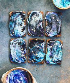 5,050 отметок «Нравится», 92 комментариев — Flatlays the Unique & Creative (@flatlaytoday) в Instagram: «Galaxy crackers with cashew cream cheese gone WILD Happy Thursday ! . . . . . .. .…»