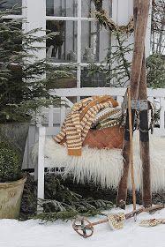 VIBEKE DESIGN: Naturlig vinterpynt ! Vibeke Design, Firewood, Ladder Decor, Xmas, Cottage, Blanket, Bed, Nature, Crafts