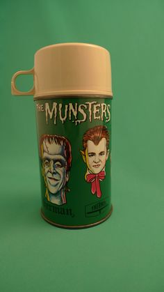 1965 The Munsters Metal Thermos by LeKingDuVintage on Etsy Munsters Tv Show, The Munsters, Retro Toys, Vintage Toys, Vintage Stuff, Monster Toys, Monster Mash, Lunch Box Thermos, Vintage Lunch Boxes