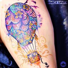 """De duas, uma ⚓ no Instagram: """"Nossa ilustração """"sunset balloOn"""" ganhou vida de novo! Agora pelas mãos da tatuadora @monitattoo! Ficou linda, não acham? A ilustração está à venda no site da @urbanarts! ⚓ #deduasuma #monitattoo #watercolor"""""""