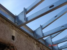 lsf roof - Pesquisa Google Metal Stud Framing, Steel Framing, Steel Structure Buildings, Metal Structure, Steel Frame House, Steel House, Garage Construction, Casas Containers, Roof Trusses