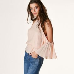 Show off your shoulders this summer in this pretty blouse!