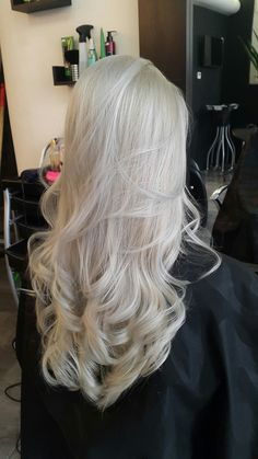 Hairdye - Silver Pearl #hairsalon #hairdo #hairdye #coloredhair #silverhair #ashblonde #longhair #beautifulhair #haironpoint #hairstyle #hairinspiration #curlyhair #wavyhair #greyhair #platinumhair #hairgoals