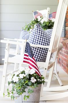 Use these easy patriotic porch decor ideas to spruce up your outdoor space for t., Use these easy patriotic porch decor ideas to spruce up your outdoor space for the summer holidays: Memorial Day, July and Labor Day! Fourth Of July Decor, 4th Of July Decorations, July 4th, Memorial Day Decorations, House Decorations, Summer Porch Decor, Country Porch Decor, Spring Home Decor, Veranda Design